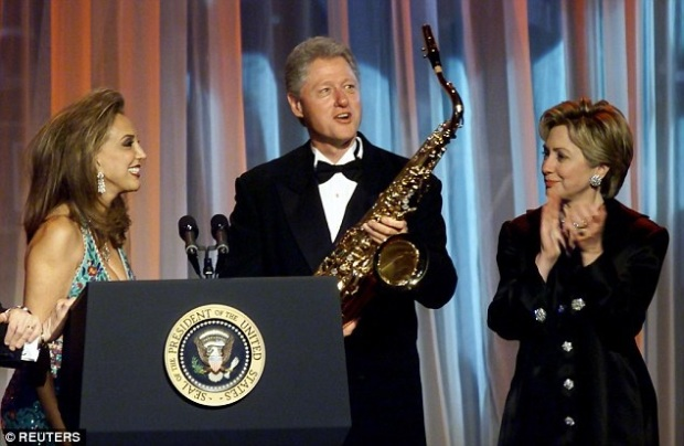 bill-clinton-saxophone