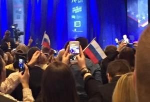 trump-drapeaux-russes