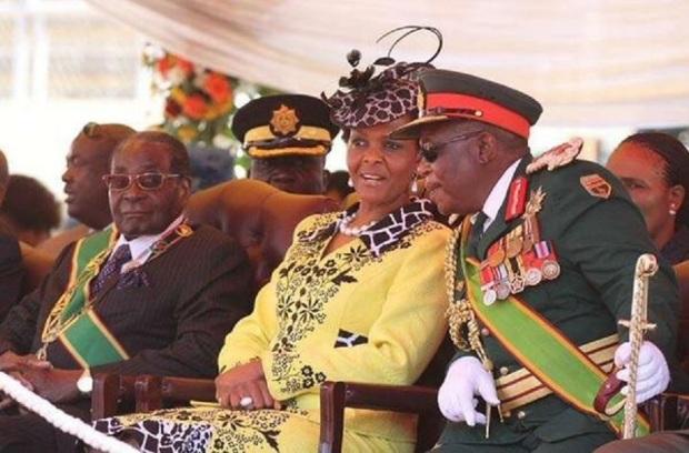 Grace MUGABE et militaire