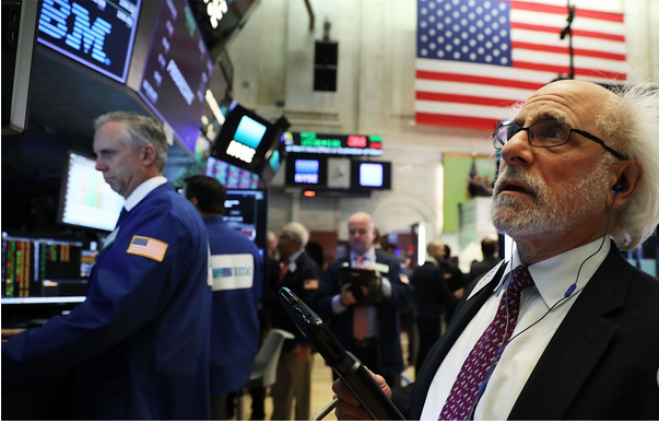 Capture Traders travaillant sur le parquet de la Bourse de New York
