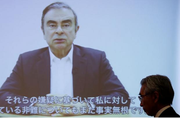 Capture Ghosn se défendant seul video